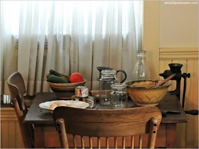Casa de Nacimiento de Jonh F. Kennedy: Mesa en la Cocina