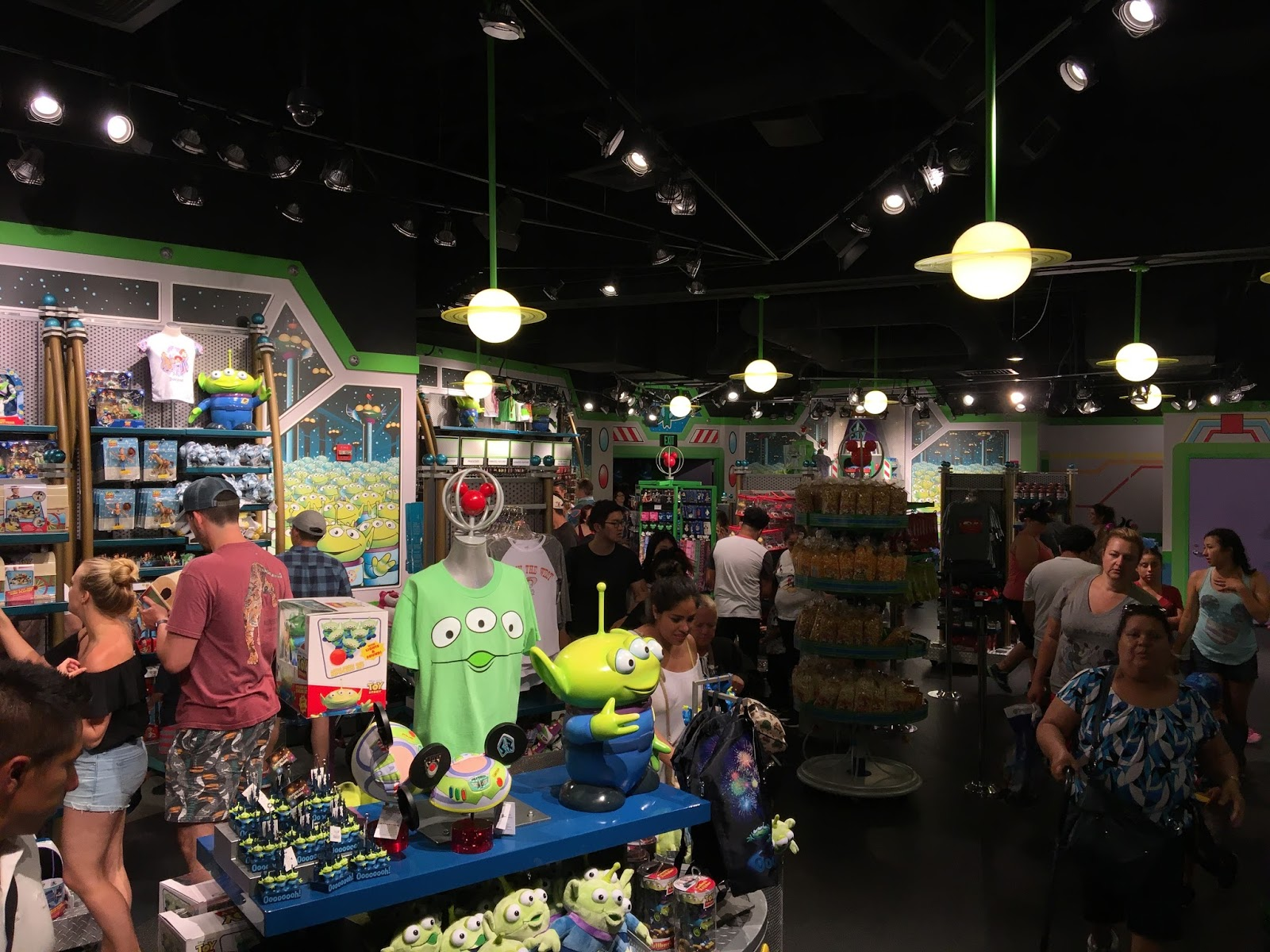 Little Green Men Store Command disneyland