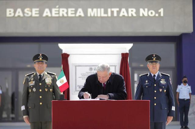 Presidente inaugura Base Aérea Militar No. 1 en Santa Lucía
