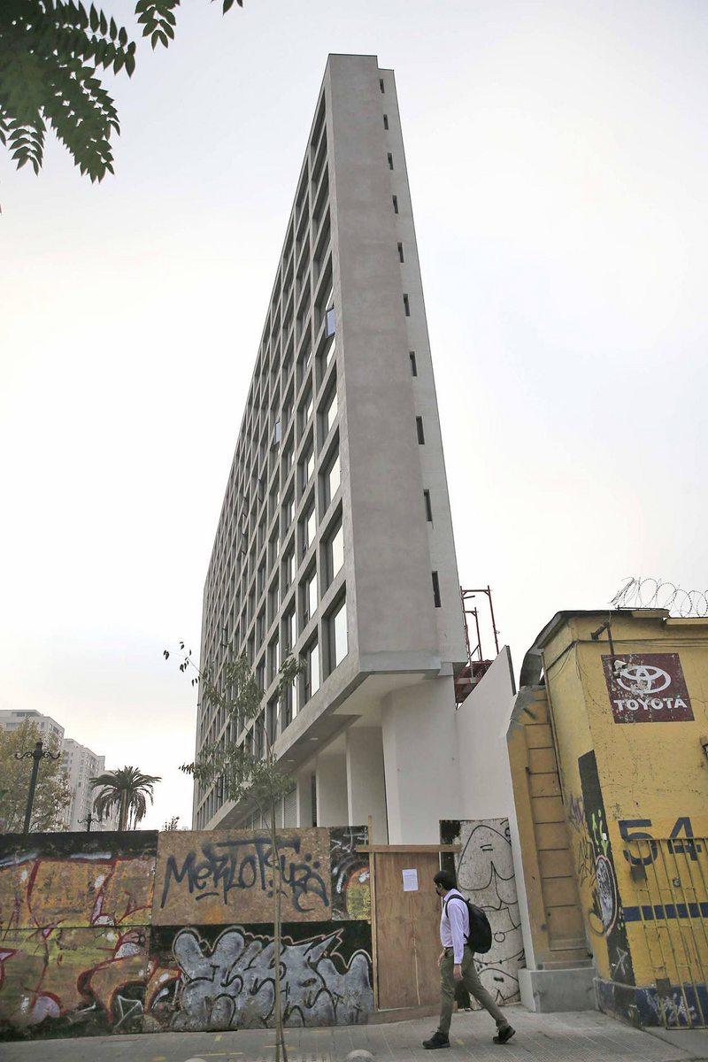 Arquitecto innovó con edificio ultra delgado