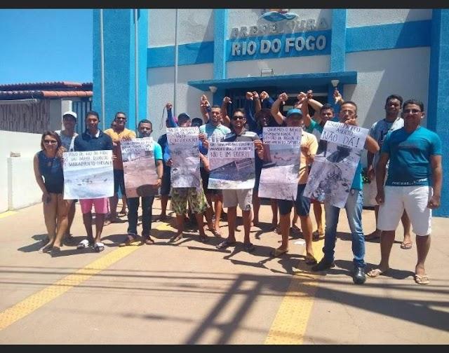 SUJEIRA E ESGOTOS NAS RUAS DE RIO DO FOGO VIRA PROTESTO DA POPULAÇÃO