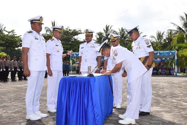 Kolonel Laut (P) Tunggul Resmi Menjabat Danlanal Ranai