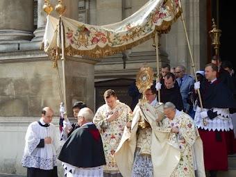Thật vô lý khi Chấm dứt 36 năm truyền thống rước Thánh Thể tại Rôma trong ngày lễ Mình Máu Thánh Chúa