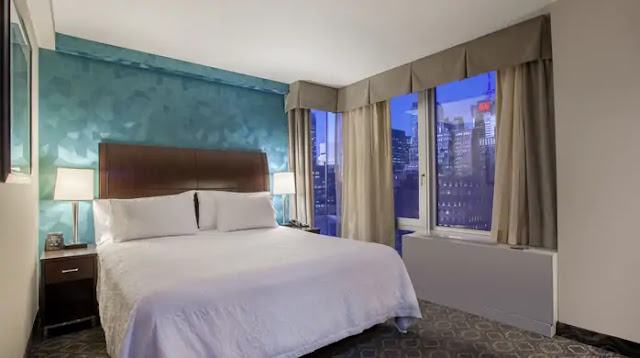 Hilton Garden Inn New York/West 35th Street is a modern Midtown Manhattan hotel located only steps from New York City's best attractions including the Empire State Building, world-famous Macy's at Herald Square, Times Square, Madison Square Garden and Fifth Avenue shopping.