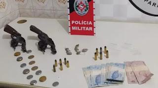 Polícia prende suspeitos e apreende menor com armas de fogo e drogas em Jacaraú