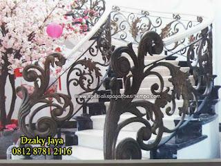 balkon tempa klasik, gambar balkon tempa, harga balkon tempa, model balkon tempa, pagar balkon tempa, balkon besi tempa klasik, balkon tempa, balkon besi tempa,