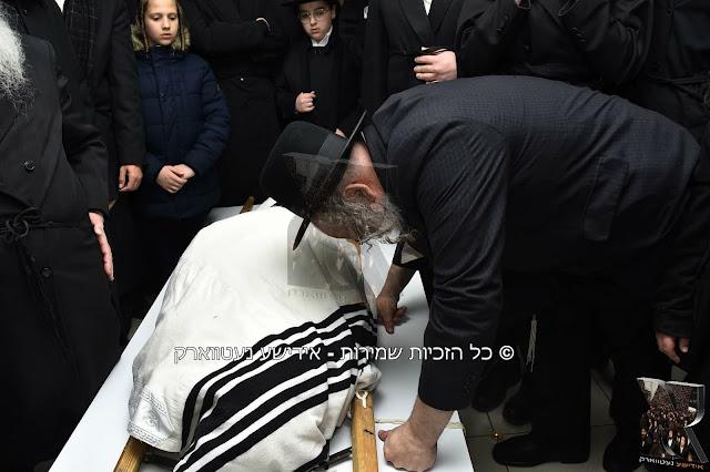"""מסע הלוויה של כ""""ק גאב""""ד קארלסבורג זצ""""ל"""
