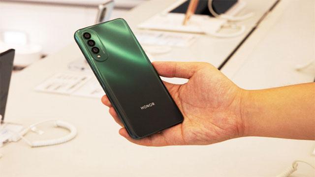 تسريبات جديدة لتصميم هاتف Honor X20 SE
