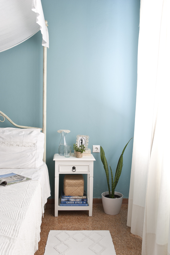 My country romantic turquoise and white bedroom ©Eleni Psyllaki