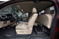 Nissan Titan King Cab 4x4 (2017) Interior