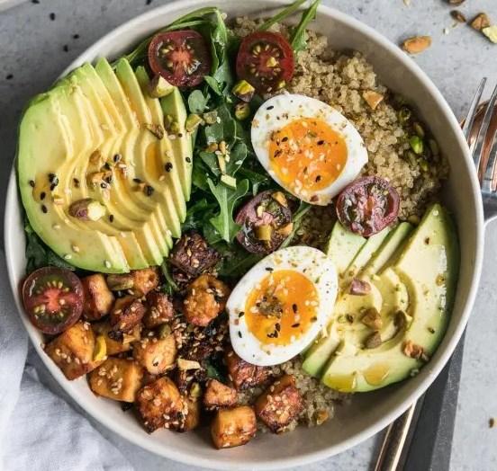 Quinoa Bowls with Sesame Tofu, Avocado, and Pistachios #vegetarian #dinner