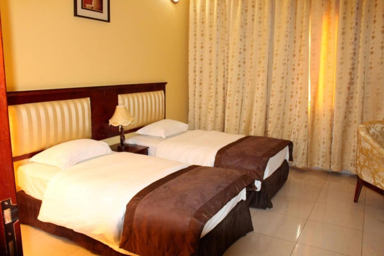 وظائف فندق آريانا عمان موظف إستقبال و خدمة عملاء 1443