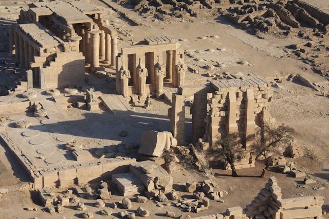 PASSEIO DE BALÃO EM LUXOR, e ver os túmulos e o mundo egípcio aos nossos pés | Egipto
