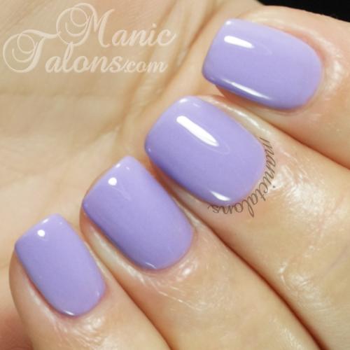 Pastel green nails