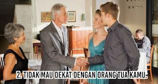 Tidak Mau Dekat Dengan Orang Tua Kamu merupakan Ciri Pria yang Mencintai Karena Nafsu