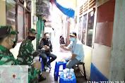 Danramil 02/TB Berkunjung Pada Warga Angke, Yang Mengkhitan Anaknya