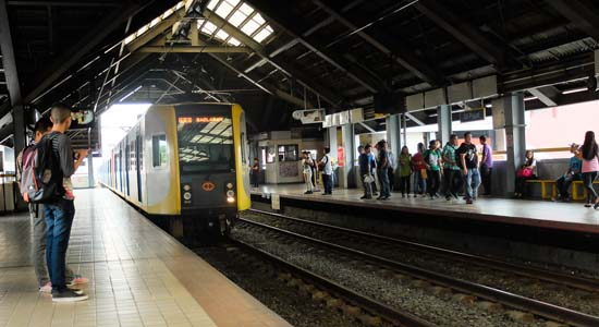 LRT-1 Gives Early Christmas Treat For Citizens Riding The Train! Find Out More About It Here!