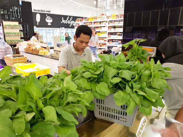 Fresh spinach packed into RM3.50 bundles each at Oliver Gourmet, Tropicana City Mall