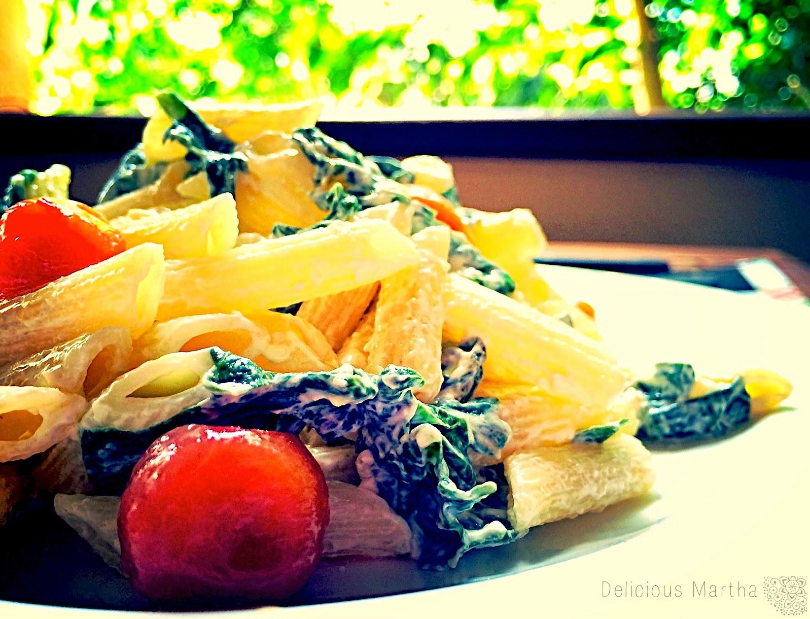 Pennette con espinacas y tomates confitados