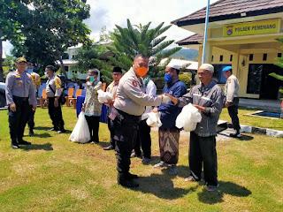 Peduli Dampak Covid19, Kapolda NTB Salurkan Sejumlah Paket Bantuan Sembako di Pemenang dan Kayangan