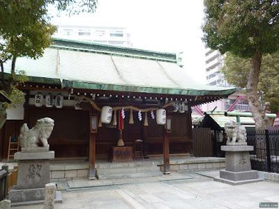 天神社拝殿百度石