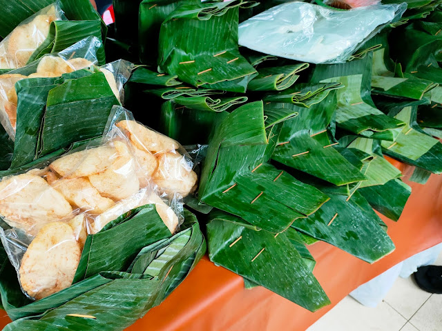 Nasi Kuning berlapis daun