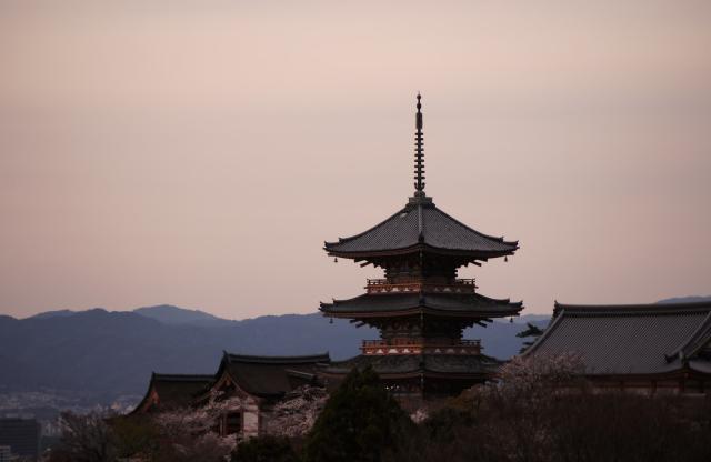 Pemerintah Kyoto mengaku membayar selebriti untuk berbicara tentang betapa hebatnya kota Kyoto