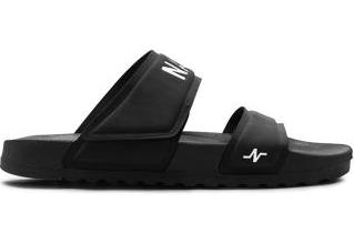 Bingung Mencari Sepatu Sneaker Terbaik? Simaklah Daftar Berikut!