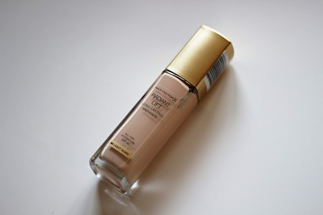 Max Factor Radiant Lift make-up Notino.sk