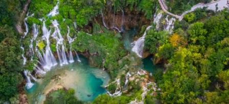 tempat wisata terindah di dunia PLITVICE DANAU TAMAN NASIONAL