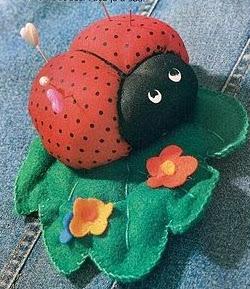 http://tia-jean9.blogspot.com.es/2010/11/alfiletero-en-forma-de-mariquita-moldes.html