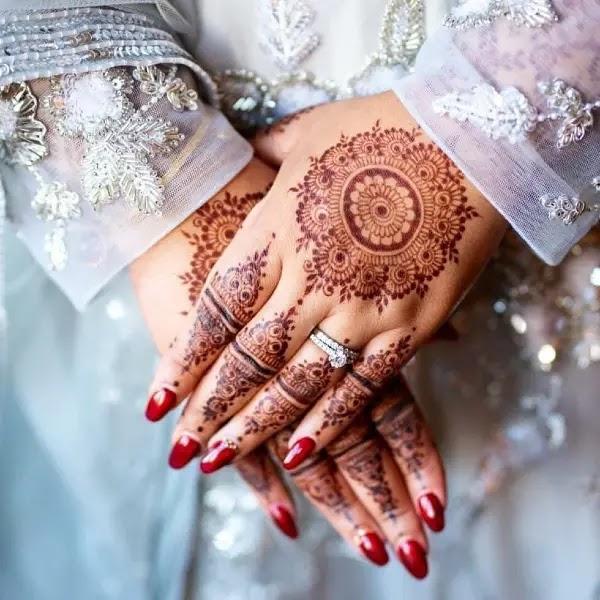 Beautifull_big_flower_henna_design_pakistaani