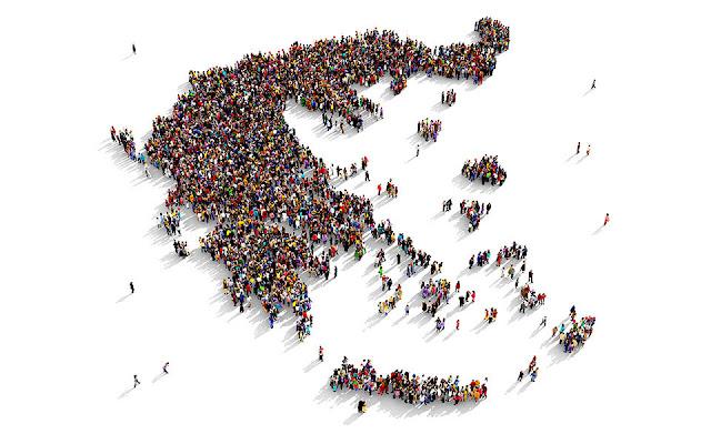 Ο πληθυσμός της Ελλάδας μειώνεται συνεχώς μετά το 2010 και η απογραφή που θα διεξαχθεί σε λίγους μήνες θα το επιβεβαιώσει καθώς πιθανότατα οι μόνιμοι κάτοικοι της χώρας μας στα τέλη του 2021 θα είναι κατά 450.000-500.000 λιγότεροι από αυτούς που απεγράφησαν τον Μάιο του 2011 (υπό την προϋπόθεση ότι η κάλυψη του πληθυσμού στις δυο αυτές απογραφές δεν θα διαφοροποιείται σημαντικά). Αυτά μεταξύ άλλων τονίζει πρόσφατη δημοσίευση των καθηγητών στο Παν. Πατρών και Θεσσαλίας, κκ. Βασίλη Παππά και Βύρωνα Κοτζαμάνη.
