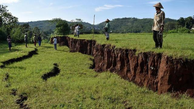 Apa Penyebab Bencana Tanah Bergerak?