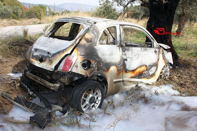 Αυτοκίνητο καρφώθηκε σε ελιά στους Αγίου Θεοδώρους και τυλίχθηκε στις φλόγες - Τραυματίας ο οδηγός (βίντεο)