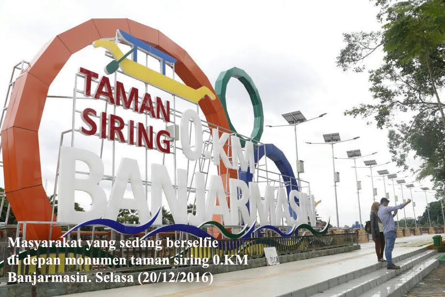 pembangunan taman siring ini ditanggapi postif oleh masyarkat karena dapat menjadi objek wisata baru sekaligus memperkenalkan tugu 0 km