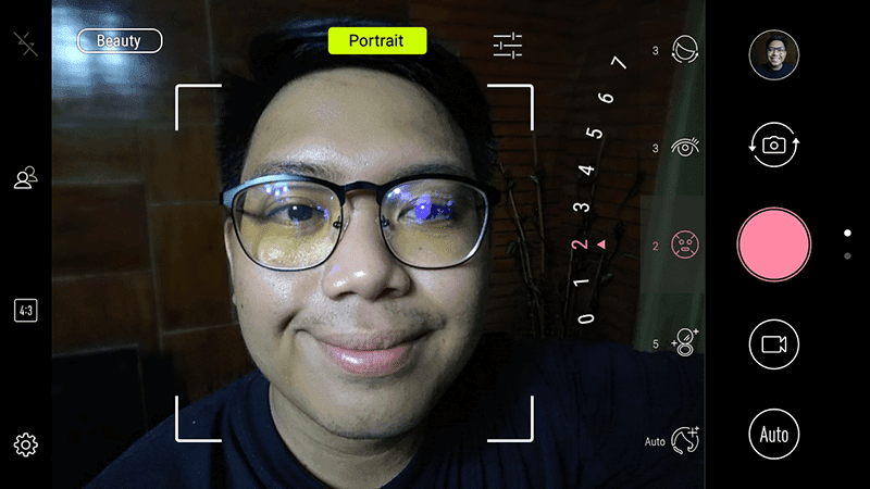 The easy to use selfie camera UI