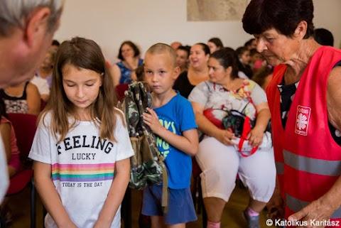 A Katolikus Karitász több mint háromszáz magyar gyermek iskolakezdését segíti Kárpátalján