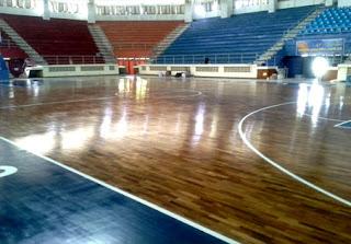 lantai kayu di lapangan basket