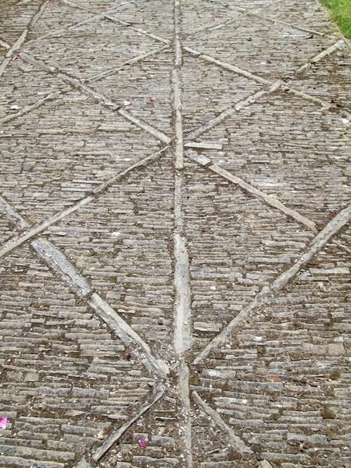 paved path aberglasny