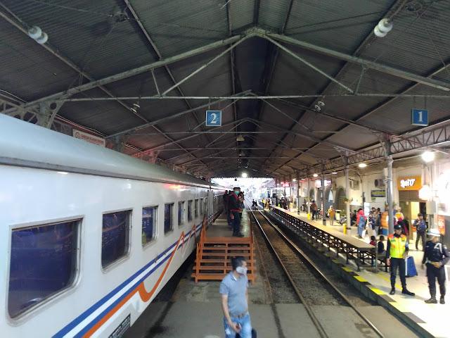 peron stasiun Rangkasbitung