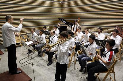 Instrumentos musicales que debe tener  un centro de estudios.