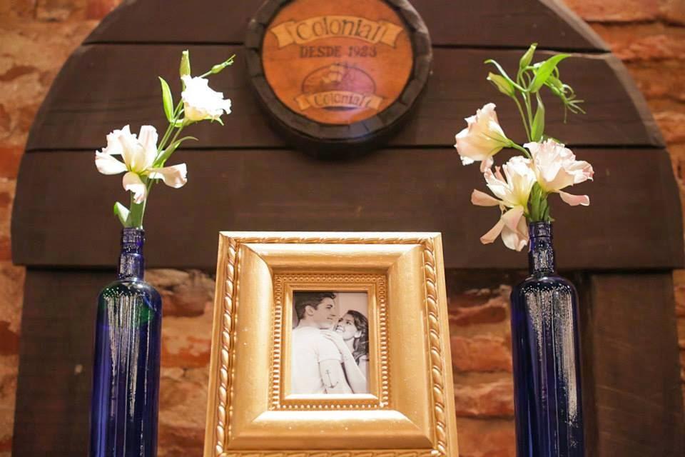 casamento-lindo-singelo-decoracao-porta-retrato-garrafinhas