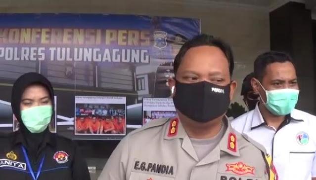 Kapolres Tulungagung AKBP Eva Guna Pandia saat Pers rilis ( foto : Ahmad Soim/ AJTTV.com )