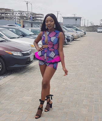 Music artiste Simi stuns in sexy #Ankara outfit