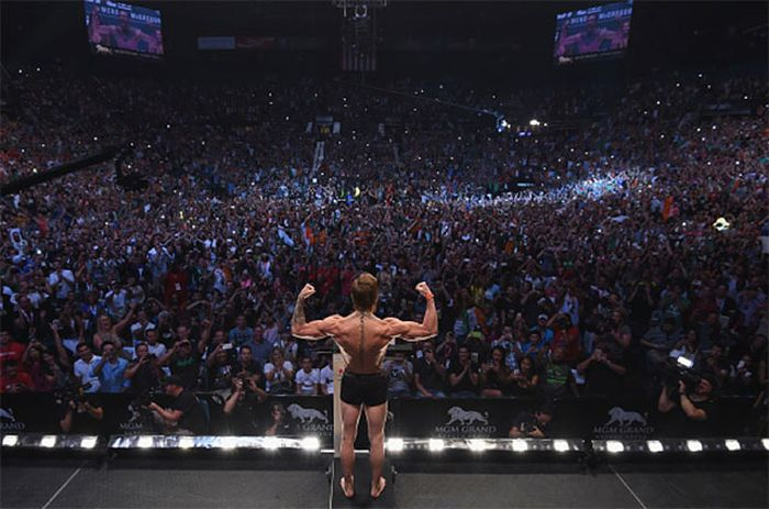 Incredible photo of Conor McGregor in front of 10,000+ fans