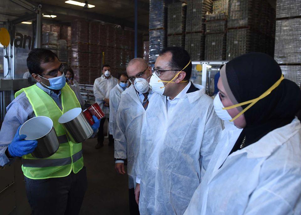 """رئيس الوزراء يتفقد مصنع """"كايرو باك إيجيبت"""" لإنتاج عبوات الأطعمة والمشروبات بمدينة 6 أكتوبر"""