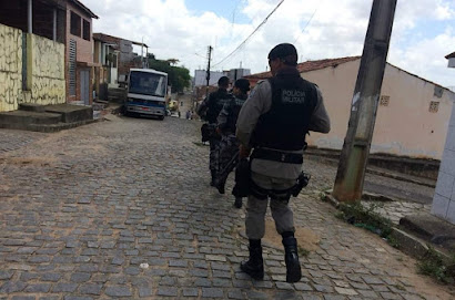 Polícia Militar prende em Guarabira homem que consumia entorpecente e praticava desordem em via pública
