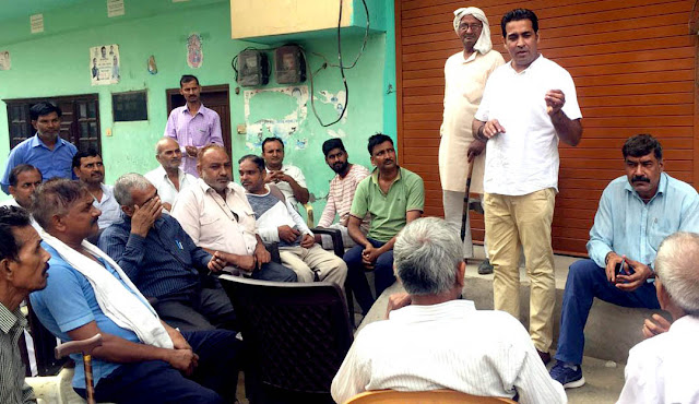Inld leader Ajay Bhadana heard about the problems of people in Shivdurga Vihar