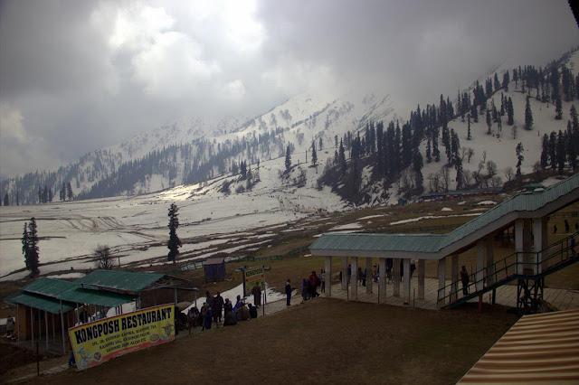 sun snow mountain apharwat pir panjal himalayas gulmarg kashmir india